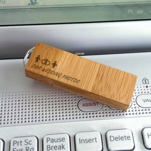 Engraved USB flash drive | USB 3.0 32GB | Bamboo wood | Silver-plated Pendant | Available in 10 fonts nad Ikons