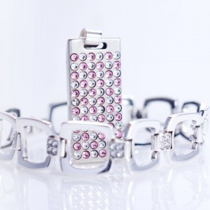 Swarovski USB Flash Drive | USB 2.0 8GB | Sterling Silver | 55 Swarovski crystal | Silver chain | Available in 10 fonts nad Ikons